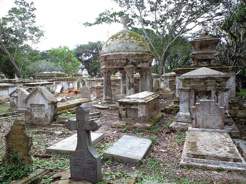 お墓の種類はどんなのがあるの?買うタイミングは?買うべきか否か?
